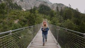 Χιλιετής φωτογράφος τρόπου ζωής υπαίθρια φιλμ μικρού μήκους