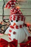 Χιονάνθρωπος και γιρλάντα Χριστουγέννων Στοκ Φωτογραφία