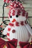 Χιονάνθρωπος και γιρλάντα Χριστουγέννων Στοκ Εικόνες