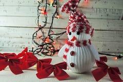 Χιονάνθρωπος και γιρλάντα Χριστουγέννων Στοκ Εικόνα