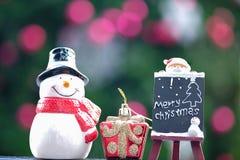 Χιονάνθρωπος και κούκλα Santa Στοκ εικόνα με δικαίωμα ελεύθερης χρήσης