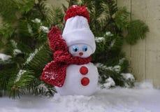 Χιονάνθρωπος και χριστουγεννιάτικο δέντρο Στοκ Εικόνα