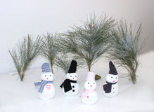 Χιονάνθρωπος με τα δέντρα Στοκ φωτογραφία με δικαίωμα ελεύθερης χρήσης