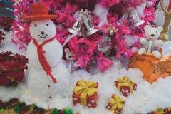 Χιονάνθρωπος στα Χριστούγεννα και τη Πρωτοχρονιά Στοκ εικόνα με δικαίωμα ελεύθερης χρήσης