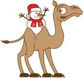 Χιονάνθρωπος Χριστουγέννων που λειώνει στην πλάτη μιας καμήλας Στοκ Φωτογραφίες