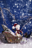 Χιονάνθρωπος Χριστουγέννων στο έλκηθρο 2 στοκ εικόνες με δικαίωμα ελεύθερης χρήσης