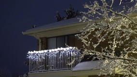 Χιονίζοντας στη νύχτα, πτώση χιονιού στα Χριστούγεννα, χειμερινή άποψη Υ φιλμ μικρού μήκους
