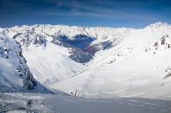 Χιονισμένα βουνά την άνοιξη Πυρηναία στοκ εικόνα
