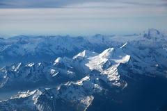 Χιονισμένες αιχμές βουνών Στοκ φωτογραφία με δικαίωμα ελεύθερης χρήσης