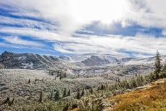 Χιονισμένη θέα βουνού Στοκ Φωτογραφίες