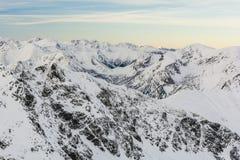 Χιονισμένη κορυφογραμμή βουνών Στοκ φωτογραφία με δικαίωμα ελεύθερης χρήσης