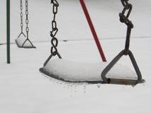 Χιονισμένη ταλάντευση το χειμώνα Στοκ εικόνα με δικαίωμα ελεύθερης χρήσης