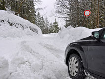 Χιονισμένος δρόμος κλειστός Στοκ εικόνα με δικαίωμα ελεύθερης χρήσης
