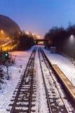 Χιονισμένος σταθμός τρένου Στοκ εικόνες με δικαίωμα ελεύθερης χρήσης
