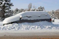 Χιονισμένος minivan Στοκ εικόνες με δικαίωμα ελεύθερης χρήσης