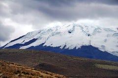 Χιονισμένο βουνό στην οικολογική επιφύλαξη Antisana Στοκ Εικόνα
