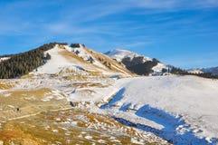 Χιονισμένο πέρασμα βουνών στο βόρειο τμήμα της Κίνας Στοκ Φωτογραφία
