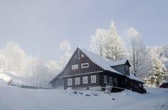 Χιονισμένο σαλέ Στοκ Εικόνες