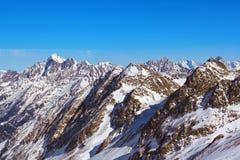 Χιονοδρομικό κέντρο βουνών - Ίνσμπρουκ Αυστρία στοκ φωτογραφία