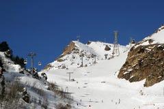 Χιονοδρομικό κέντρο Elbrus Ρωσία, ανελκυστήρας γονδολών, χειμερινά βουνά βουνών τοπίων Στοκ φωτογραφία με δικαίωμα ελεύθερης χρήσης