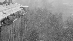 Χιονοθύελλα χιονιού στην πόλη απόθεμα βίντεο