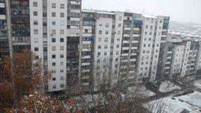 Χιονοπτώσεις και ένα κτήριο φιλμ μικρού μήκους