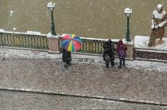Χιονοπτώσεις στην πόλη, τοπ άποψη στοκ φωτογραφία