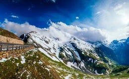 Χιονοσκεπές βουνό Andscape σχεδόν Στοκ Φωτογραφία