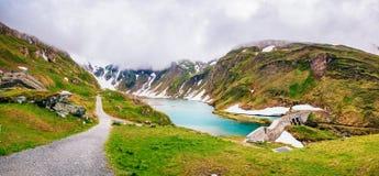 Χιονοσκεπές βουνό Andscape σχεδόν Στοκ εικόνες με δικαίωμα ελεύθερης χρήσης