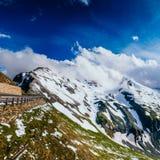 Χιονοσκεπές βουνό Andscape σχεδόν Στοκ Εικόνες