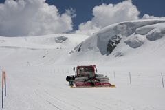 Χιονοδρομικά κέντρα Cervinia στην κοιλάδα Στοκ Εικόνες
