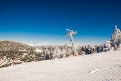 Χιονοδρομικό κέντρο βουνών Στοκ Εικόνες