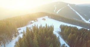 Χιονοδρομικό κέντρο στα βουνά 4k, 25fps απόθεμα βίντεο