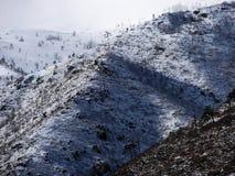Χιονώδεις κορυφές βουνών Στοκ εικόνα με δικαίωμα ελεύθερης χρήσης