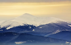 Χιονώδες βουνό Στοκ φωτογραφία με δικαίωμα ελεύθερης χρήσης