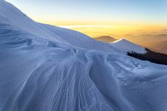 Χιονώδες βράδυ βουνών Carpathians Στοκ Φωτογραφίες
