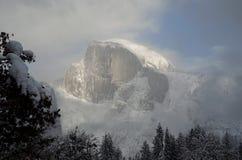 Χιονώδες μισό ηλιοβασίλεμα θόλων στοκ εικόνες με δικαίωμα ελεύθερης χρήσης