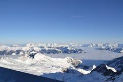 Χιονώδες πανόραμα βουνών ορών Στοκ φωτογραφία με δικαίωμα ελεύθερης χρήσης