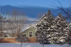 Χιονώδες σπίτι Στοκ εικόνα με δικαίωμα ελεύθερης χρήσης