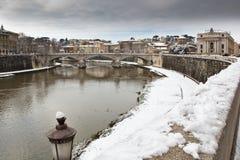 χιονώδες tiber ακτών της Ρώμης ποταμών της Ιταλίας στοκ εικόνες