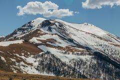 Χιονώδης αιχμή βουνών, Arkhyz, καυκάσια βουνά, Ρωσία Στοκ φωτογραφία με δικαίωμα ελεύθερης χρήσης
