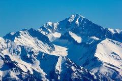Χιονώδης αιχμή βουνών, Arkhyz, καυκάσια βουνά, Ρωσία Στοκ εικόνες με δικαίωμα ελεύθερης χρήσης