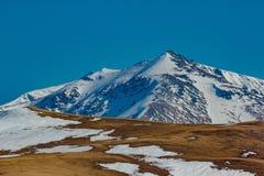 Χιονώδης αιχμή βουνών, Arkhyz, καυκάσια βουνά, Ρωσία Στοκ Φωτογραφίες