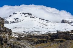 Χιονώδης αιχμή στην κοιλάδα Ordesa, Αραγονία, Ισπανία Στοκ Φωτογραφίες