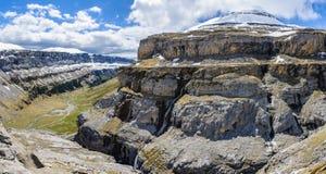 Χιονώδης αιχμή στην κοιλάδα Ordesa, Αραγονία, Ισπανία Στοκ Εικόνες
