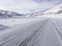Χιονώδης δρόμος βουνών Στοκ Εικόνα