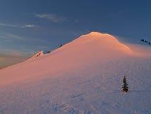 χιονώδης ηλιοφώτιστος λό Στοκ φωτογραφία με δικαίωμα ελεύθερης χρήσης