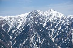 Χιονώδης θέα βουνού, αλπική διαδρομή TATEYAMA KUROBE στοκ φωτογραφία
