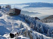 χιονώδης κορυφή βουνών στοκ εικόνες με δικαίωμα ελεύθερης χρήσης