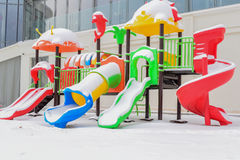 Χιονώδης φωτογραφική διαφάνεια παιδιών Στοκ φωτογραφία με δικαίωμα ελεύθερης χρήσης
